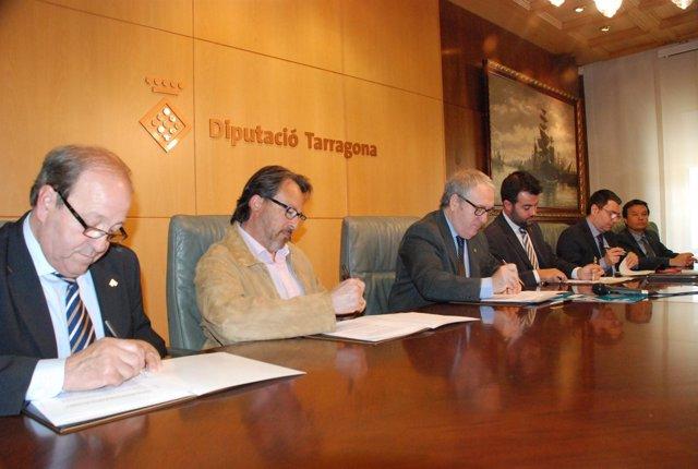 El presidente de la Diputación de Tarragona, Josep Poblet, en la firma