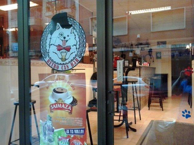 Retrocan, el primer bar de Granada que permite animales domésticos