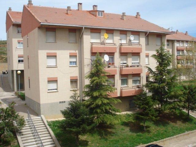 El Gobierno inicia la rehabilitación de tres viviendas en Escucha.