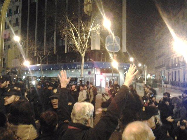 Protesta ante la sede del PP en la calle Génova