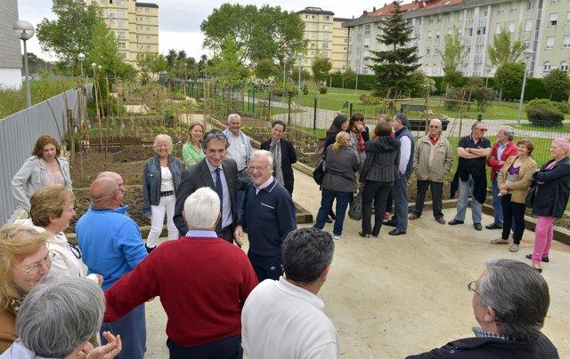 Alcalde y vecinos del Alisal