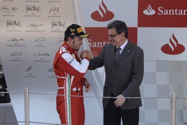 Artur Mas saluda a Fernando Alonso