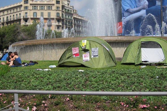'Indignados' Acampados En Plaza Catalunya