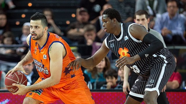 El partido entre el Valencia Basket y el Uxue Bilbao Basket