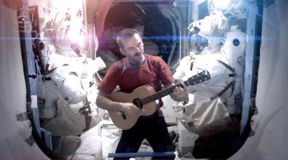 Un astronauta graba en el espacio 'Space oddity', de Bowie