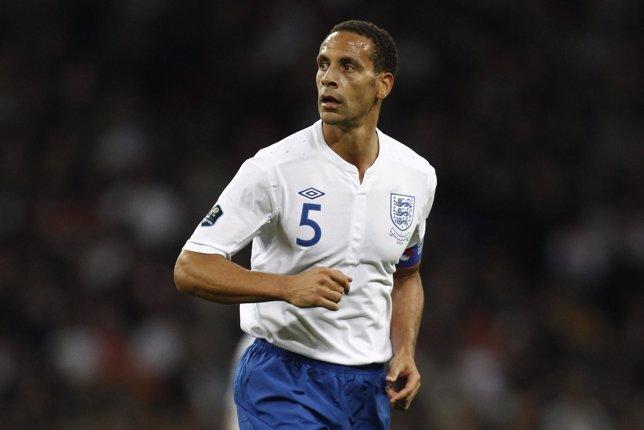Rio Ferdinand con la selección inglesa