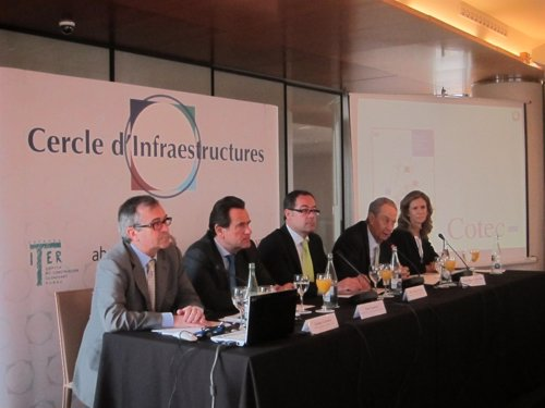 Peu de foto: C.Cabrera, S.Cambra, P.Macías, J.M.Villar Mir y C.Garmendia