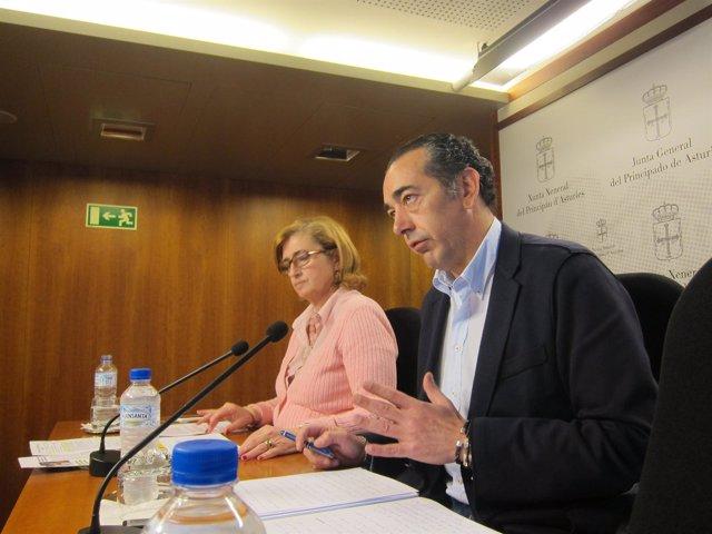 Goñi, junto con la diputada Victoria Delgado, en rueda de prensa.