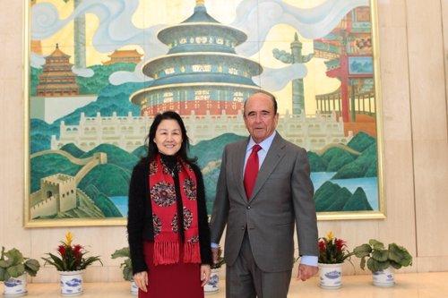 Emilio Botín con la presidenta del Bank of Beijing, Yan Xiaoyan