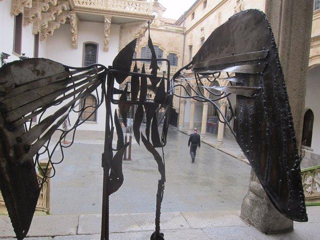 Escultura en el Palacio de La Salina