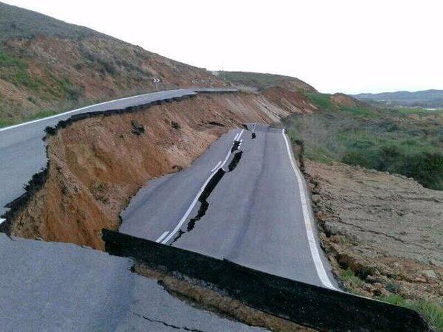 La carretera NA-6100, hundida a causa de un desprendimiento en Vergalijo