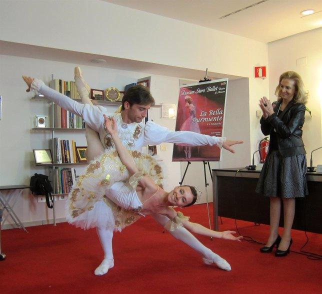 Los bailariens del Rusian Stars Ballet realizan uan demostración en el Palau
