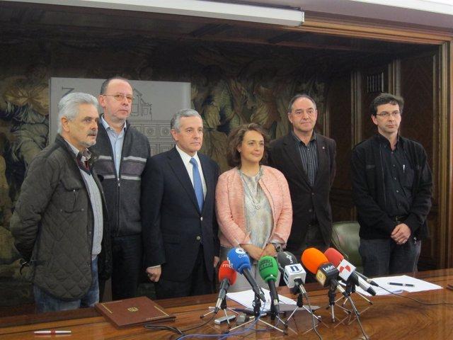 El alcalde y la concejal de Personal con los sindicatos