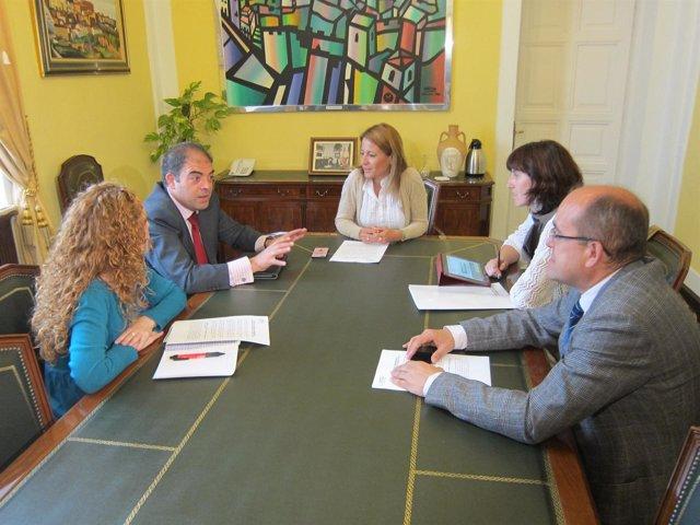 Reunión De Representantes De ATA Con Alcaldesa De Cáceres