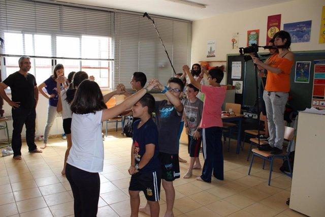 Los alumnos del CEIP San Mateo trabajan en su cortometraje.