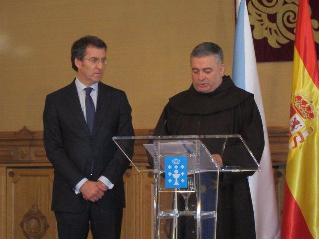 Feijóo y el padre José Rodríguez Carballo.
