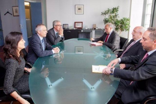 Reunión entre el líder del PSC, Pere Navarro, y el comisario Joaquín Almunia.