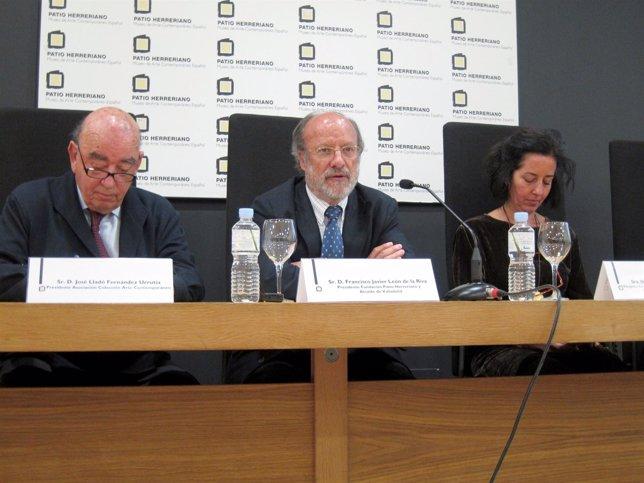 José Lladó, el alcalde y la concejal de Cultura presentan la muestra.