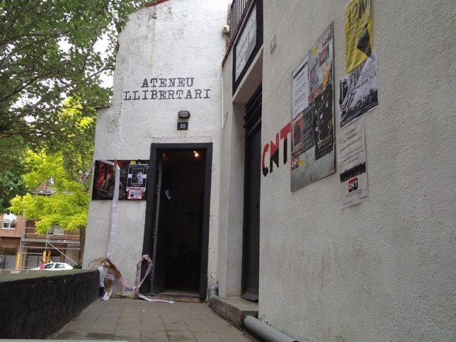 Entrada del Ateneu Llibertari de Sabadell