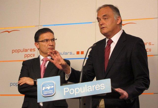 Esteban González Pons interviene en rueda de prensa junto a Serafín Castellano.