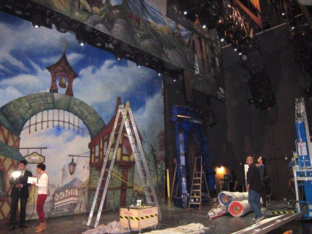 Montaje del musical 'La Bella y la Bestia' en el Teatro Principal