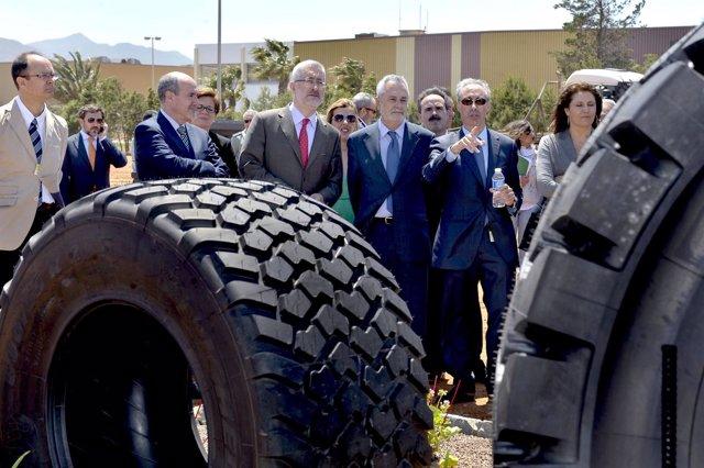 Griñán visita el Centro de Experiencias de Michelín