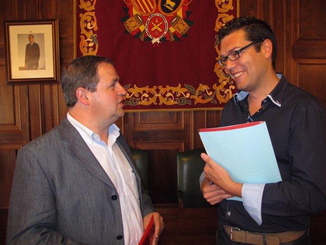 El teniente de alcalde, Jesús Fuertes, y el concejal de Deportes, Javier Domingo