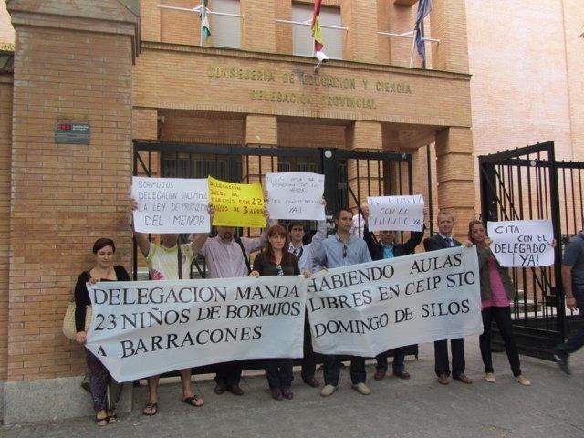 Protesta ante la Delegación de la Consejería de Educación en Sevilla