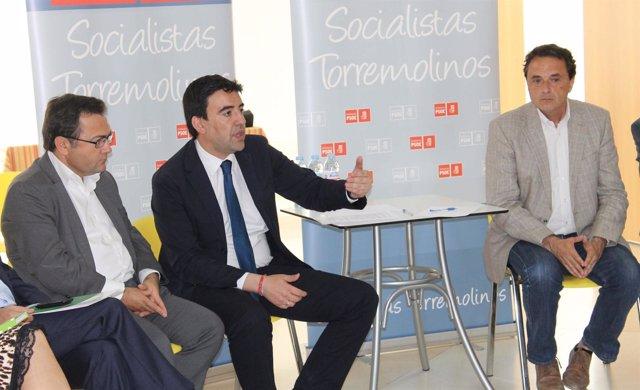 MArio JIménez en un encuentro con vecinos y colectivos de Torremolinos