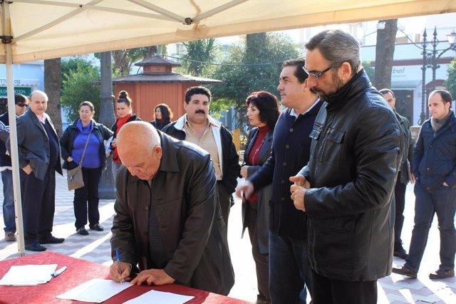 Recogida de firmas en defensa del parador de Ayamonte.