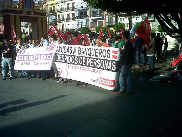 Trabajadores de BMN concentrados ante el Banco de España en Sevilla