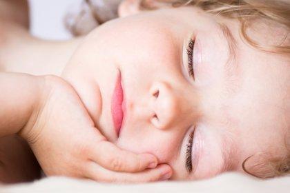 Dormir toda la noche: un lujo que se aprende