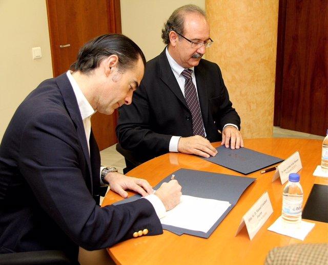 Llombart firma un convenio con el presidente del Cecova