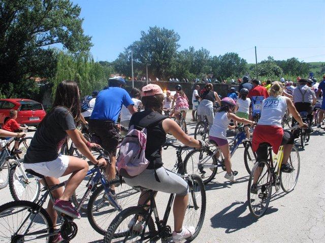 Gente en bicicleta