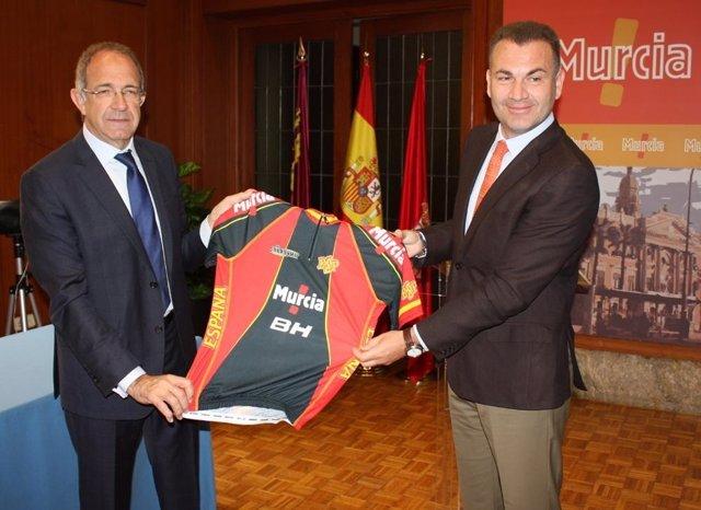 Cascales anuncia el acuerdo alcanzado con la Federación Española de Ciclismo