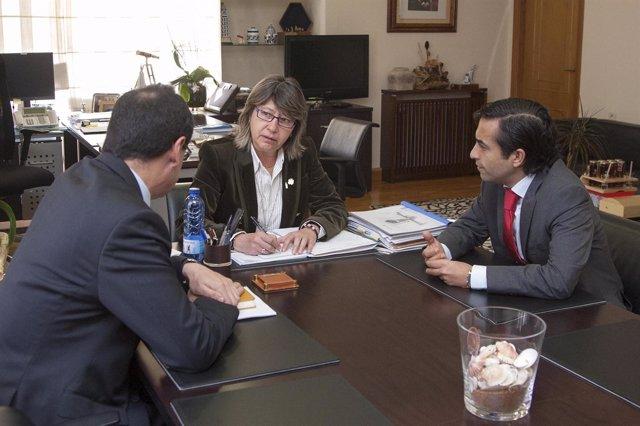 Reunión de Rosa Quintana, José Manuel Rey Varela y Tomás Fernández-Couto