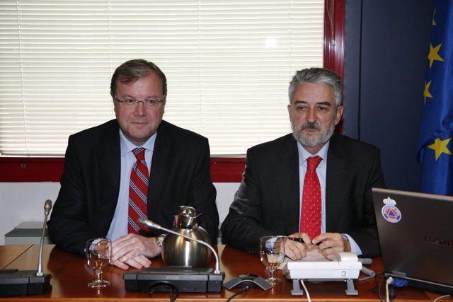 El consejero Antonio Silván, junto al director general de Protección Civil