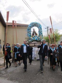 Ignacio Diego e Íñigo de la Serna llevan al hombro a la Virgen del Mar