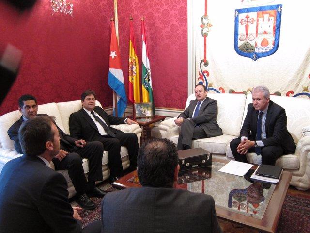 Sanz y Del Río, con los representantes cubanos y de las empresas riojanas