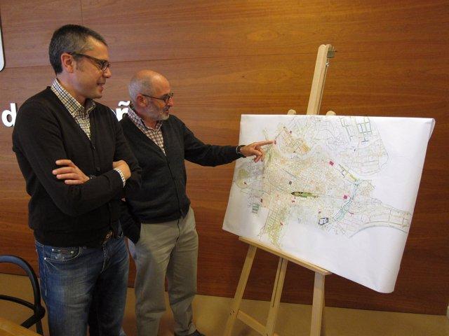 Sáez Rojo y Ruiz Tutor, con el mapa de solares para desbrozar