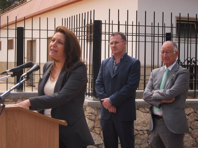 Carmen Crespo, el alcalde de Alhama y el presidente de la Diputación