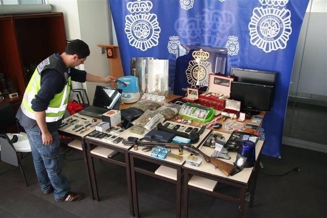 Efectos intervenidos a un grupo dedicado a cometer robos con fuerza