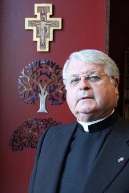 Luis Lezama, promotor del Colegio Santa María la Blanca y fundador del grupo de
