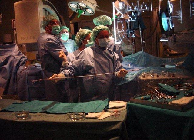 Implantación de una endoprótesis de aorta en Radiología Vascular