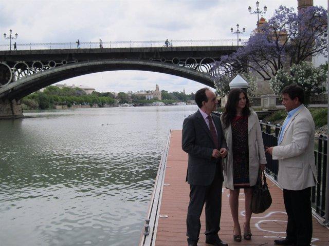 El consejero de Turismo, la delegada en Sevilla y el gerente del Plan Turístico