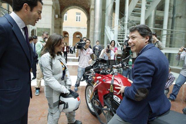 El presidente de Madrid, Ignacio González, en la recepción a Alicia Sornosa