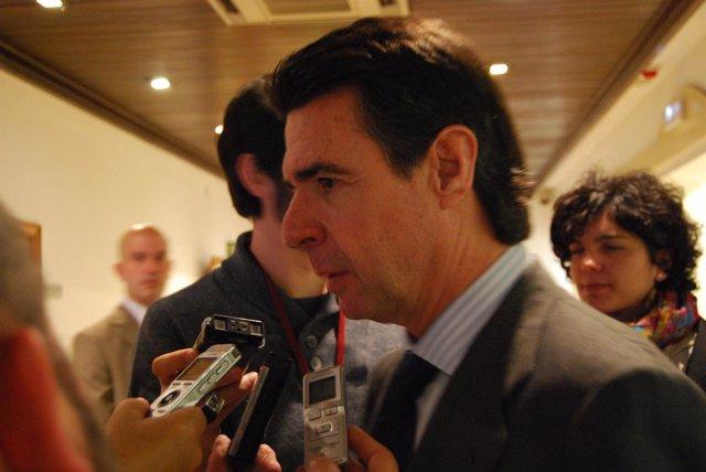 José Manuel Soria, antes de comparecer en el Senado