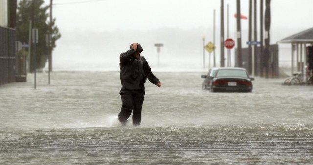 El huracán 'Sandy' avanza hacia el sur de Nueva Jersey