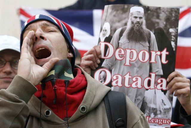 Manifestación Contra El Clérigo Radical Islamista Abu Qatada En Reino Unido