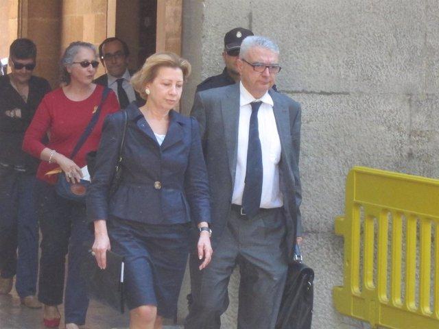 Maria Antònia Munar Junto A Su Abogado